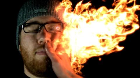 手に炎を宿してビンタする動画