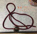 髪を紐で結うサムネイル